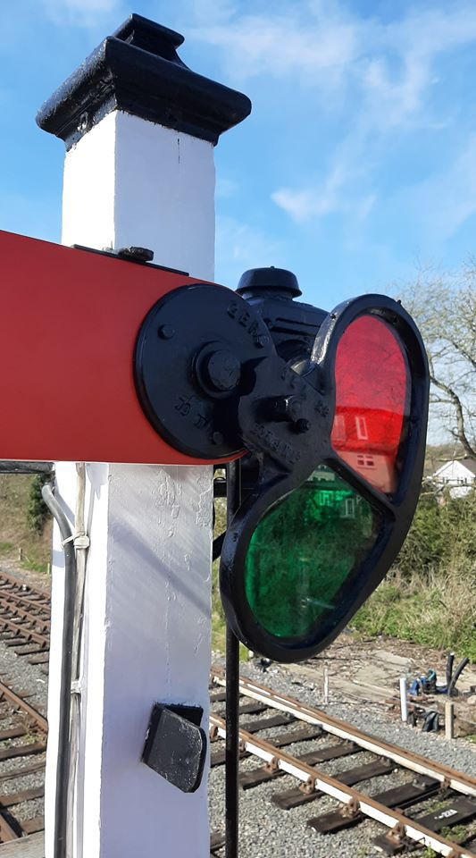 Spectacle plate in situ on the signal